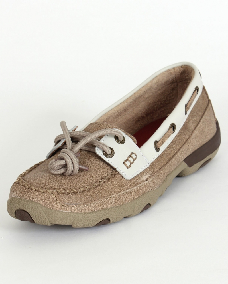 Women's Minnetonka driving mocs in buttery soft deerskin feature a fringed kiltie with a leather tie. Driving mocs for women with rugged nonslip rubber soles/5(15).